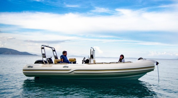 Photo of a couple sitting on a rented Mostro 581 Boat